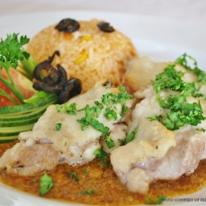 Pollo en salsa de cacahaute: grilled chicken with peanut sauce served with Mexican rice