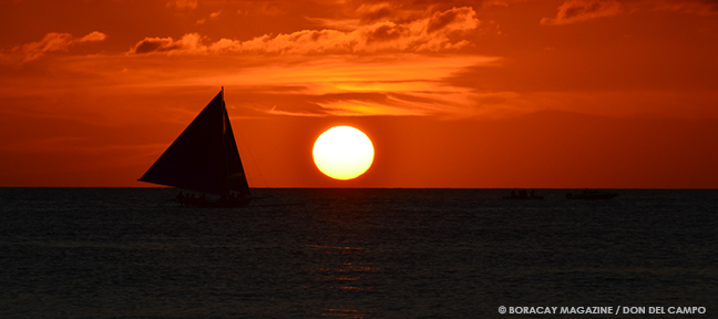 paraw sailboat with Boracay sunset